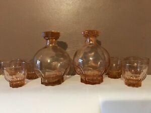 VINTAGE 1960'S PEACH COLOUR GLASS LIQUEUR DECANTER WITH SIX SHOT GLASSES