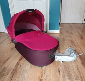 Mamas And Papas Mylo Carry Cot in pink & plum