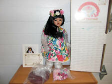 "World Gallery 19"" Porcelain Musical Hawaiian Doll ""Lealanne"" Welcome Aloha 1992"