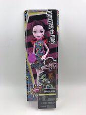 Mattel 2017 Monster High Draculaura Doll Daughter of Dracula Dress Heels Bag