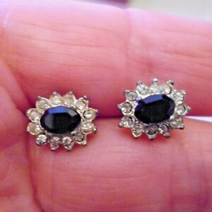 OVAL SHAPE ELEGANT STUD EARRINGS WITH CRYSTAL AROUND A BLACK CENTRAL STONE