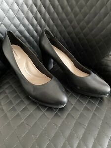 Bnwot Womens Black Leather Heels Pumps By Hush Puppies Size 12