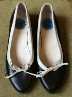 FLY .. LONDON .. BLACK AND CREAM  LEATHER MINIATURE HEEL SHOES .. SIZE 39 UK 6