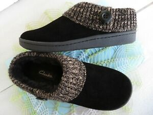 New ~ Clarks AUGUSTA Wo's Clogs Sz 10M Blk. Suede Faux Fur Lined Winter Slippers