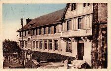 CPA   La Neuve-Lyre - Groupe Mairie-Ecoles-Salle des Fétes (163735)