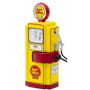 GREENLIGHT Series 8 Gas Pumps Set Of 3 Super Shell, Phillips 66, Fire Chief 1:18