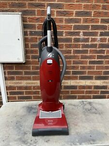 MIELE S7260 CAT AND DOG UPRIGHT POWER PLUS VACUUM CLEANER 1800W. FREE UK POST.