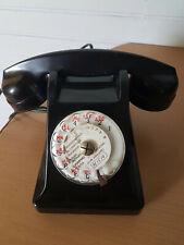 ANCIEN TÉLÉPHONE NOIR EN BAKÉLITE POUR DÉCO ANNÉE 1950 .