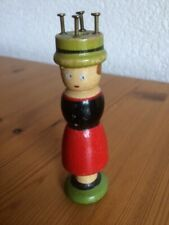 ancien tricotin en bois. Hauteur: 10 cm / Strickliesel alt