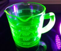 Vintage Kellogg's Green Vaseline Glass Measuring 1-Cup 3 Spouts Depression Glass