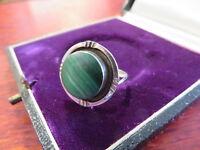 Schöner 925 Silber Ring rund Grün Machalit Rillen Vintage Retro Modern Sterling