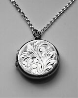 Hallmark Birmingham 1977 Gift condition beautiful sterling Silver Jubilee locket
