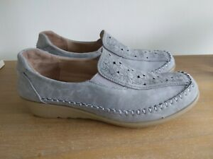LADIES  SHOES SIZE 7 NEW FROM COTTON TRADERS