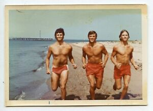 # 31 VINTAGE PHOTO SWIMSUIT MUSCLE MEN SPEEDO BOY RUNNING ON BEACH SNAPSHOT GAY