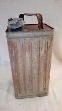 Bidon essence, métallique ancien, déco industriel, atelier, garage. 05A240