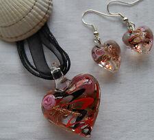 Conjunto De Cristal De Murano En Forma De Corazón Colgante y pendientes rosas y remolinos rojo negro