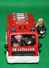 Dekoration Spardose Feuerwehrauto 12 cm lang 7 cm h Polyresin Deko