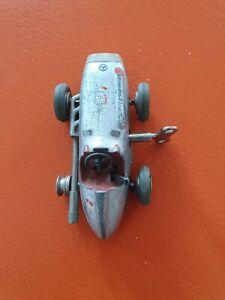 Schuco (Silberpfeil) aus den 50er, aufziehen per Schlüssel. Ein Reifen fehlt