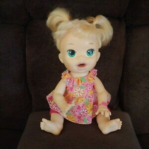"2014 Baby Alive Super Snacks Snackin Sara Doll Bilingual Spanish/English ""WORKS"""
