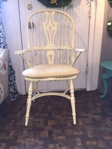 Fabulous Pair Windsor Chairs Painted Light Yellow Cushions Very Sturdy