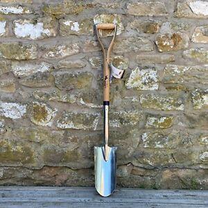 "Bulldog Pedigree Rabbiting/Tree Planting Spade - Stainless Steel 28"" WYD Handle"