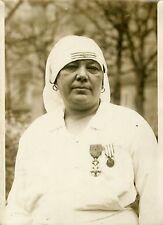 """""""Mme COLIN infirmière Hôpital LAËNNEC 1931"""" Photo originale G. DEVRED / Agce ROL"""