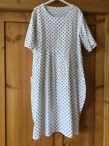 Sommerkleid Gr.L/Italienische Mode/Tulpenform/kurz Arm/Tupfen/weiß-blau/Shabby