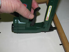 PICTURE FRAME AIR TAB TOOL, OMER 53.4, & 1BX FLEXABLE TABS/ POINTS, FITTING GUN