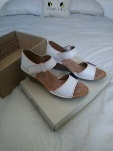 Clarks Orient Sea White Leather Wedge Sandals Worn Once Size 5