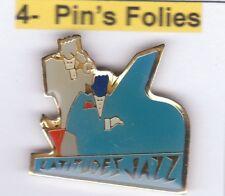 Pinsfolies *** Pin's Badge Arthus Bertrand Epoxy Latitude Jazz