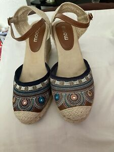 Ladies Sandals Size 7 By Moon