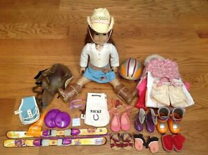 RETIRED AMERICAN GIRL OF THE YEAR 2007 BROWN HAIR DOLL NICKI FLEMING CLOTHES LOT