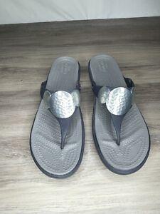 CROCS Dual Comfort Silver Navy Low Wedge Thong Flip Flop Sandals Size 9