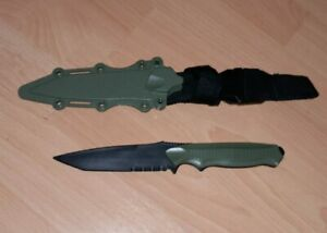 1: 1 Rubber Training Knife Straight Flexible Blades Martial Arts Training green