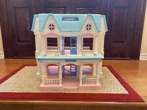 1993 Vintage  Fisher Price Loving Family Dream Folding Doll House 6364