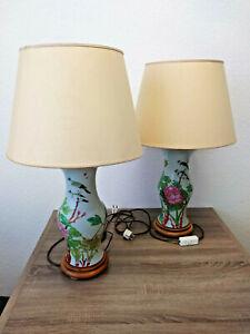 2 alte handbemalte Leuchten Lampen China Porzellan Holzfuß Stoffschirm Vintage