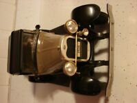 VINTAGE 1928  MODEL A FORD  CAR JIM BEAM 100 MONTH OLD WHISKEY DECANTER