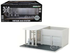 MECHANIC'S CORNER VINTAGE GAS STATION PLAIN WHITE 1/64 GREENLIGHT 57014