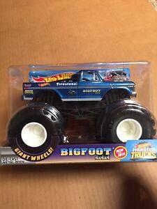 Hot Wheels 2019 Monster Truck BIGFOOT 1/24 Scale Monster Jam Die Cast Metal AR36