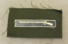 HARD TO FIND EXPERT INF BADGE EARLY VN/KOREA VAR INF BLUE BACKGROUND TO RIFLE