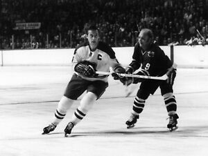 Jean Beliveau Bobby Hull Montreal Canadiens Blackhawks Unsigned 8x10 Photo