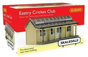 """BNIB R9853 Hornby 00 Gauge Skaledale """"The Eastry Cricket Club"""" Resin Building."""