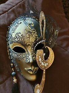 Pre-Owned: Gorgeous Collectors Venetian Black & Gold Mask