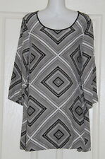 Womens size 12 long tunic style black & white top made by SUSSAN