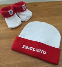 ENGLAND FOOTBALL Baby White Red 100% Cotton HAT & 3 Lions BOOTIES Socks 0-6 mth