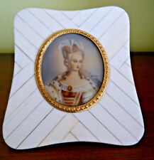 medaillon ancien, femme elegante miniature  encadré   non ouvert !!top !!quality