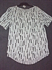 Target Collecton: Size: 10. Stylish White with Slimming Black Print S/Sleeve Top