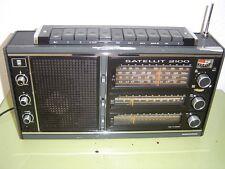 RADIO GRUNDIG SATELLIT 2100 Una radio grande y bonita, y con muchas  bandas. La