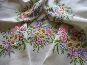 Vintage Hand Embroidered Linen Tablecloth-BEAUTIFUL NEEDLE WORK THROUGHOUT