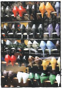 Postkarte: Schuhe im Regal